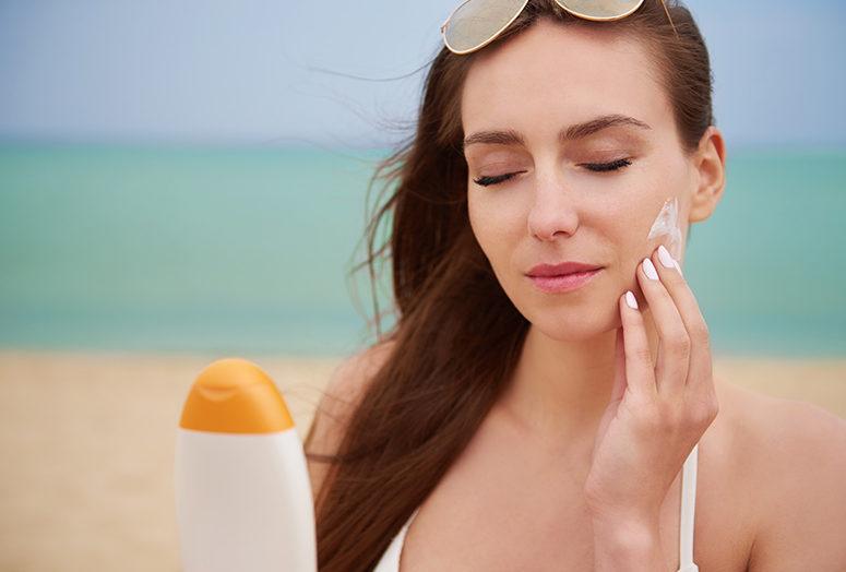 Mejores cremas solares faciales con color